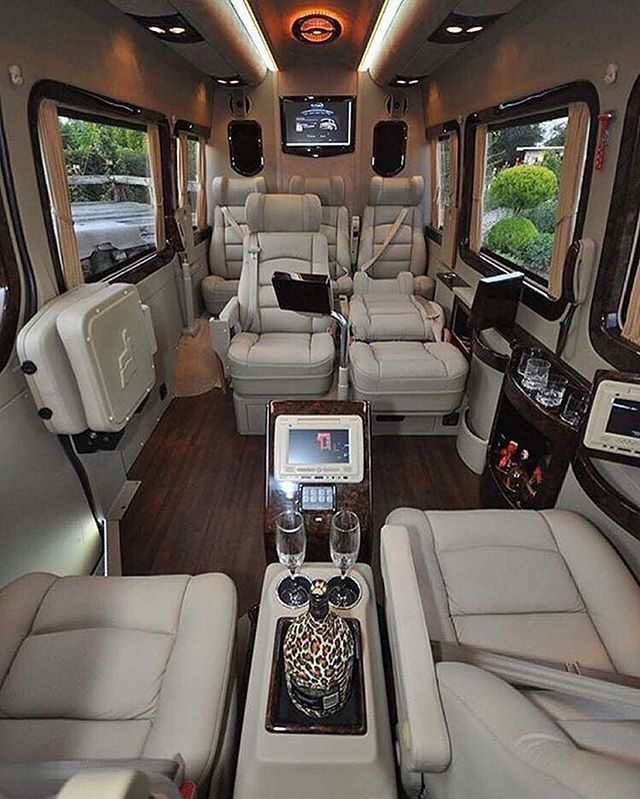 Fort Worth Sprinter Van Rates, Mercedes, Corporate, Executive, Limo, Limousine, Black Car Service, Airport Shuttle, Birthday, Anniversary, brewery, Wine Tasting, SUV, Charter, Transportation